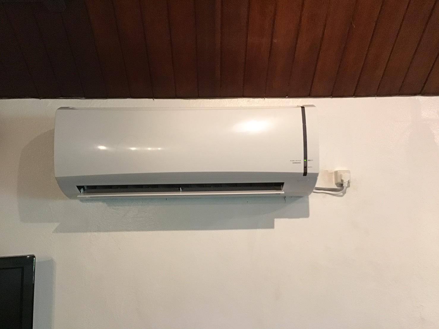 コロナ社製冷房専用ルームエアコンの画像
